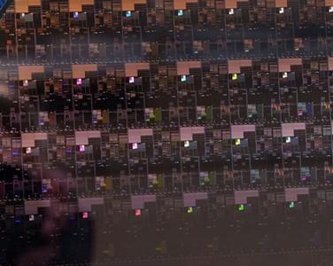 IBM全球第一颗2nm芯片问世 耗能降低计算速度更快