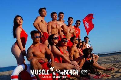 炎炎夏日波涛汹涌  海岛生活真人秀《肌肉海滩护卫队》开播了