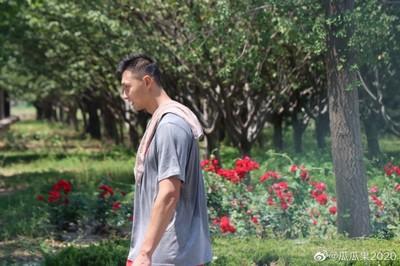 网友晒照:易建联已到北体大和中国男篮集训队会合,并开始接受训练